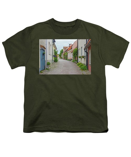 Street With Old Houses In A Swedish Town Visby Youth T-Shirt