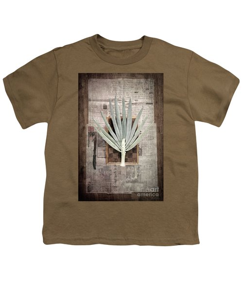 Onion Youth T-Shirt by Linda Lees