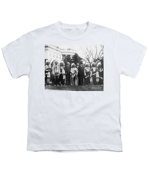 Coolidge With Native Americans Youth T-Shirt by Photo Researchers