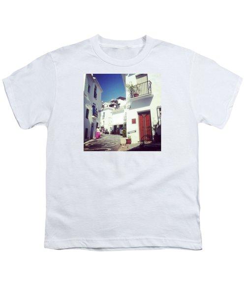 Calles De Frigiliana, Pueblo Blanco De Malaga - Spain Youth T-Shirt