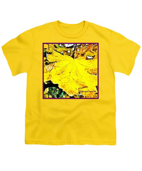Giant Maple Leaf Youth T-Shirt