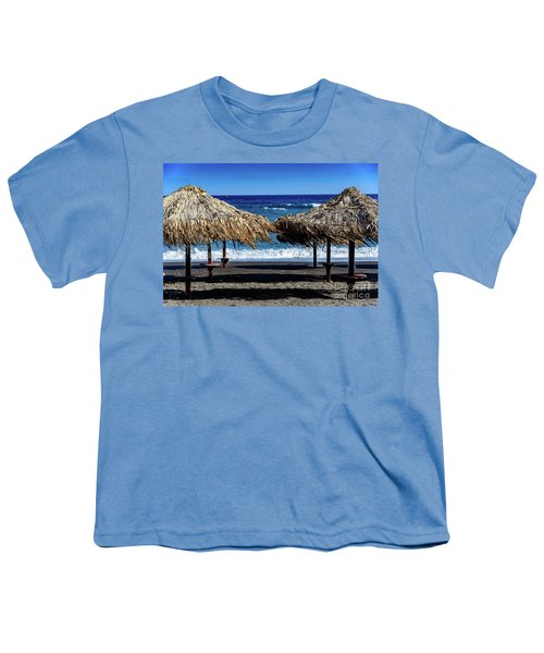 Wood Thatch Umbrellas On Black Sand Beach, Perissa Beach, In Santorini, Greece Youth T-Shirt