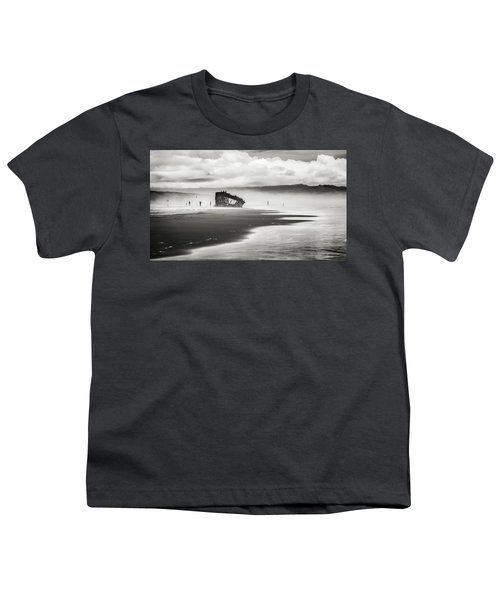 At Peter Iredale Shipwreck Black And White Youth T-Shirt