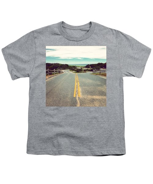 Daycation Awaits  Youth T-Shirt