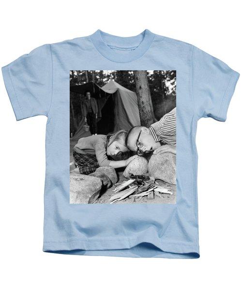 1950s Boy Girl Blowing On Campfire Kids T-Shirt