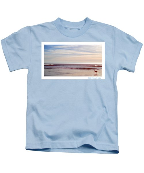Dog On The Beach Kids T-Shirt