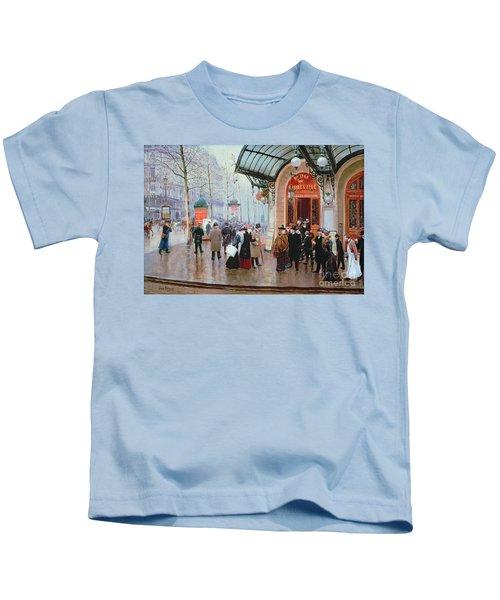 Outside The Vaudeville Theatre Kids T-Shirt