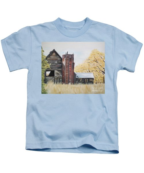 Golden Aged Barn -washington - Red Silo  Kids T-Shirt