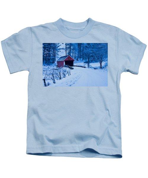 winter Vermont covered bridge Kids T-Shirt