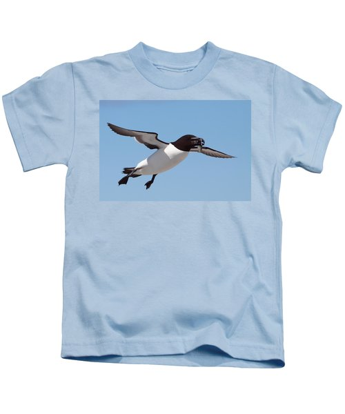 Razorbill In Flight Kids T-Shirt by Bruce J Robinson
