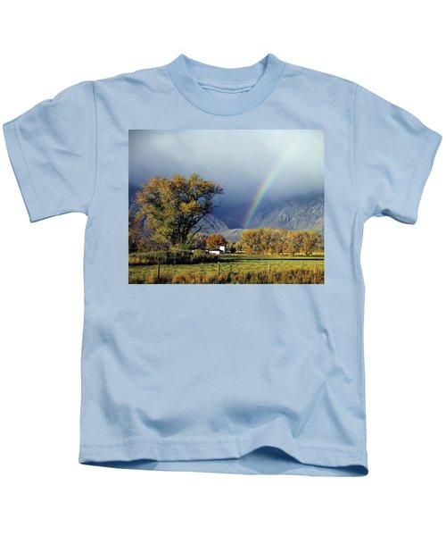 1m6345 Rainbow In Sierras Kids T-Shirt