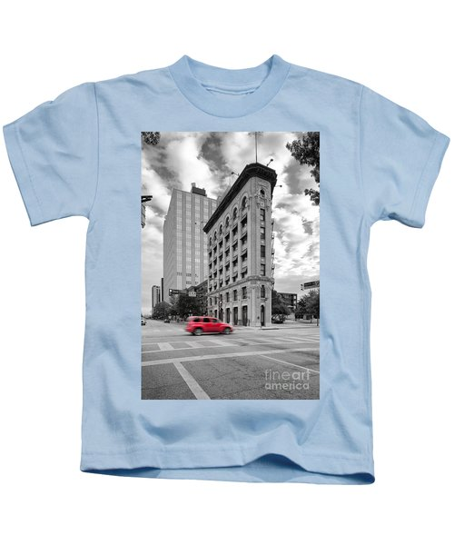 Black And White Photograph Of The Flatiron Building In Downtown Fort Worth - Texas Kids T-Shirt