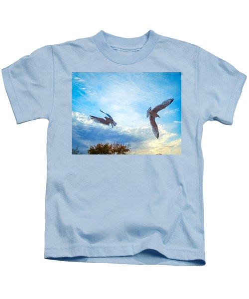 Circling Wings  Kids T-Shirt