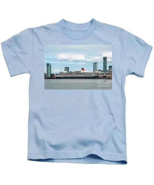 Cunard's Queen Elizabeth At Liverpool Kids T-Shirt