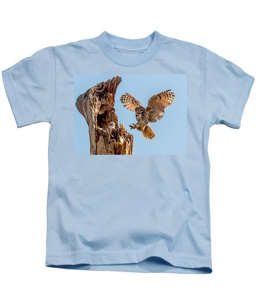 Great Horned Owl Returning To Her Nest Kids T-Shirt