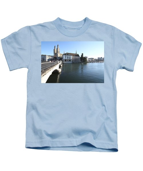 Grossmunster, Wasserkirche And Munsterbrucke - Zurich Kids T-Shirt