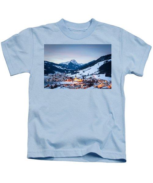 Kirchberg Austria In The Evening Kids T-Shirt