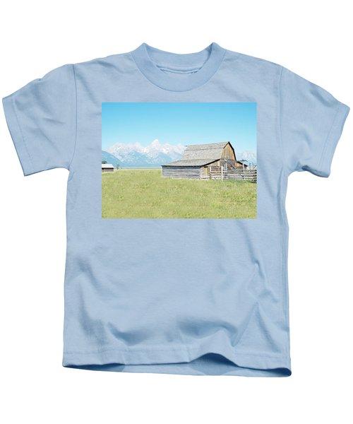 Mormon Row Barn - Grand Tetons Kids T-Shirt