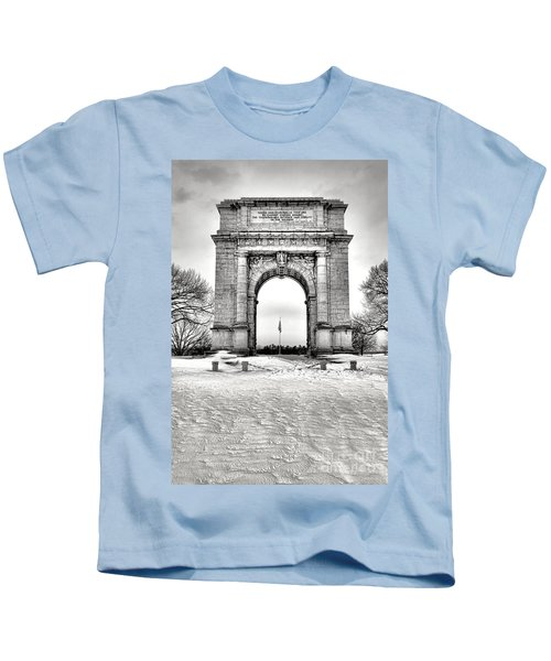 National Memorial Arch In Winter Kids T-Shirt