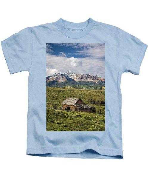 Old Barn And Wilson Peak Vertical Kids T-Shirt