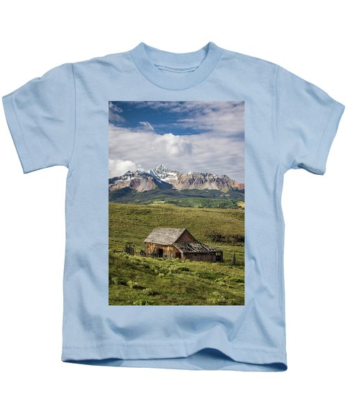 Old Barn And Wilson Peak Vertical Kids T-Shirt
