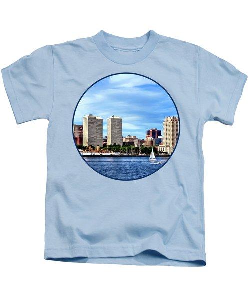Philadelphia Pa Skyline Kids T-Shirt by Susan Savad