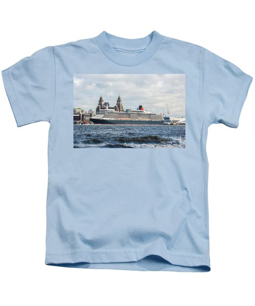 Queen Elizabeth Cruise Ship At Liverpool Kids T-Shirt