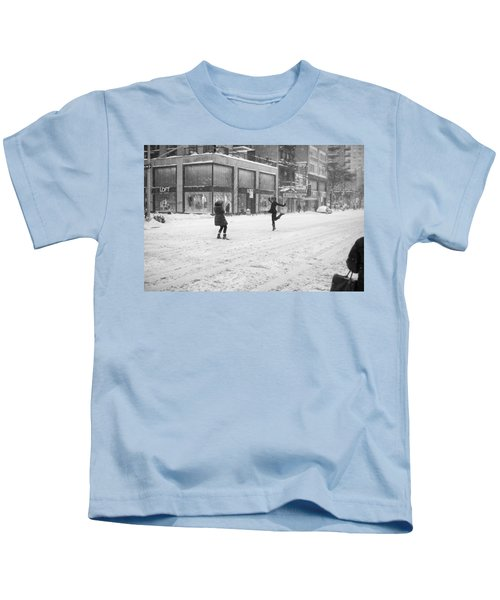 Snow Dance - Le - 10 X 16 Kids T-Shirt