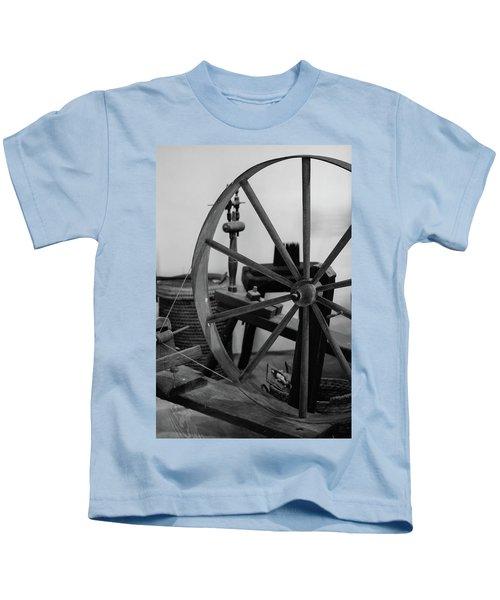 Spinning Wheel At Mount Vernon Kids T-Shirt