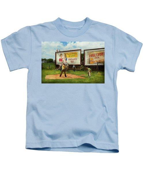 Sport - Baseball - America's Past Time 1943 Kids T-Shirt