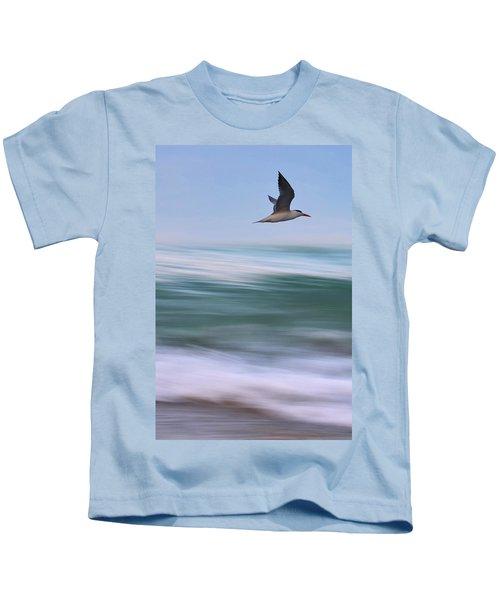 Tern Flight Vert Kids T-Shirt