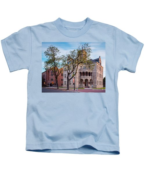 Architectural Photograph Of The Comal County Courthouse In Downtown New Braunfels Texas Hill Country Kids T-Shirt
