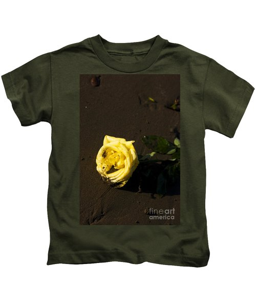 Rosey Beach Wedding Kids T-Shirt