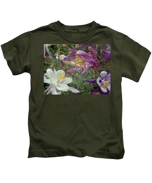 a taste of dew i do and PCC  garden too     GARDEN IN SPRING MAJOR Kids T-Shirt