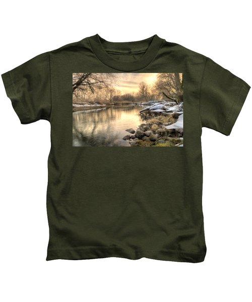 Along The Thames River  Kids T-Shirt
