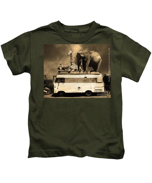 Barnum And Baileys Fabulous Road Trip Vacation Across The Usa Circa 2013 5d22705 Sepia With Text Kids T-Shirt