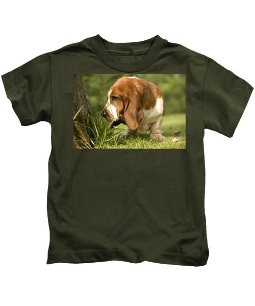 Basset Hound Sniffing Kids T-Shirt