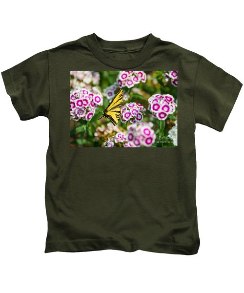 Butterfly And Blooms - Spring Flowers And Tiger Swallowtail Butterfly. Kids T-Shirt