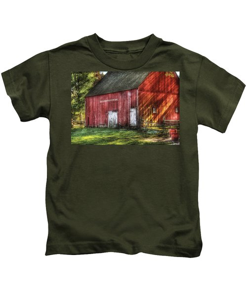 Farm - Barn - The Old Red Barn Kids T-Shirt