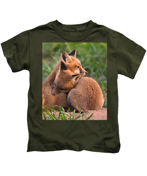 Kids T-Shirt featuring the photograph Fox Cubs Cuddle by William Jobes