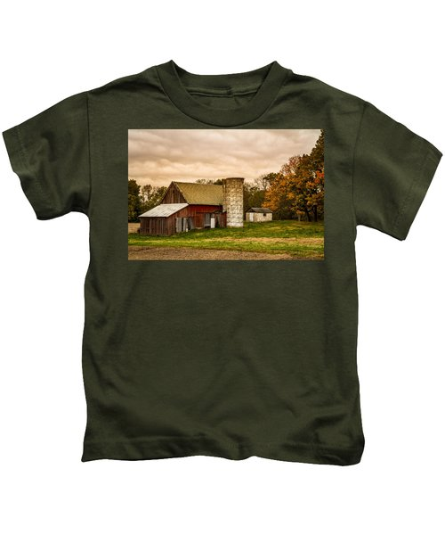Old Red Barn And Silo Kids T-Shirt