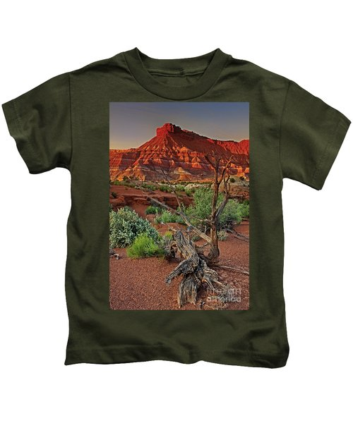 Red Rock Butte And Juniper Snag Paria Canyon Utah Kids T-Shirt