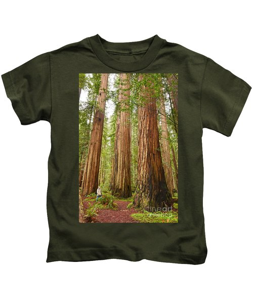 Scale - The Beautiful And Massive Giant Redwoods Sequoia Sempervirens In Redwood National Park. Kids T-Shirt