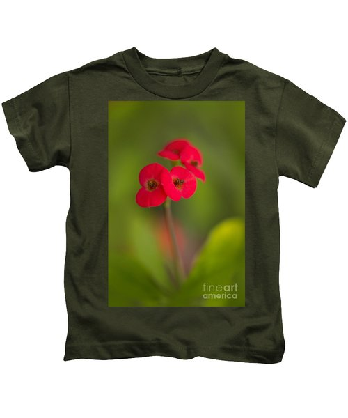 Small Red Flowers With Blurry Background Kids T-Shirt