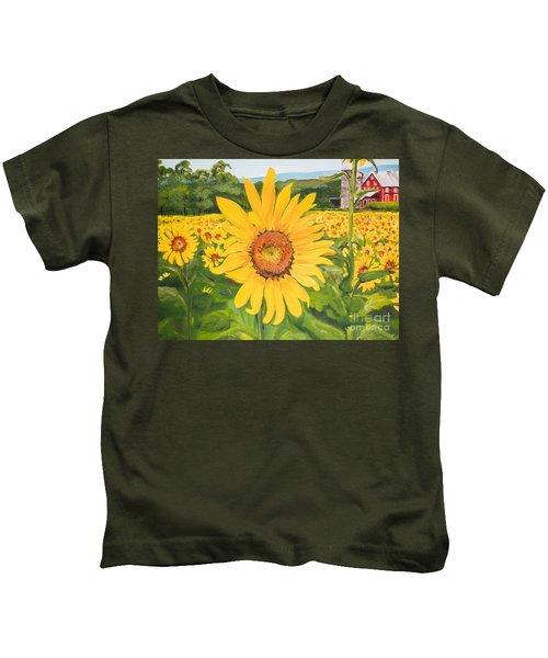 Sunflowers - Red Barn - Pennsylvania Kids T-Shirt