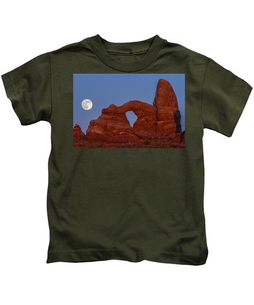Supermoon At Turret Arch  Kids T-Shirt