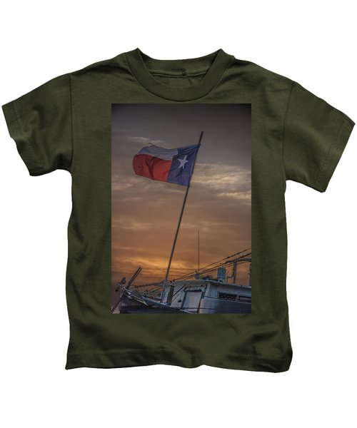 Texas Flag Flying From A Fishing Boat At Sunrise Kids T-Shirt