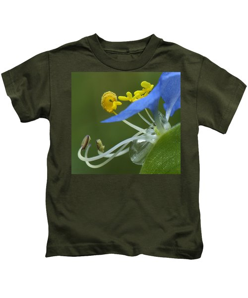 Close View Of Slender Dayflower Flower With Dew Kids T-Shirt