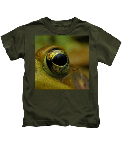 Eye Of Frog Kids T-Shirt by Paul Ward