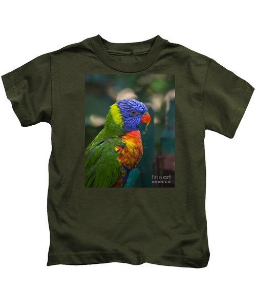 Posing Rainbow Lorikeet. Kids T-Shirt